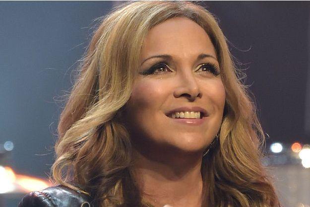 Dans un interview accordée au magazine Nous Deux, la chanteuse Hélène Ségara est revenue sur sa prise de poids liée à sa maladie.