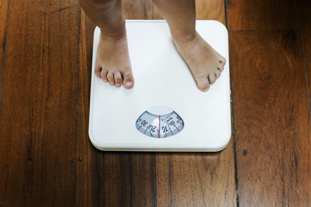 Une étude canadienne suggère de prendre en compte d'autres facteurs plutôt qu'uniquement l'indice de masse corporelle pour évaluer l'obésité d'un enfant.