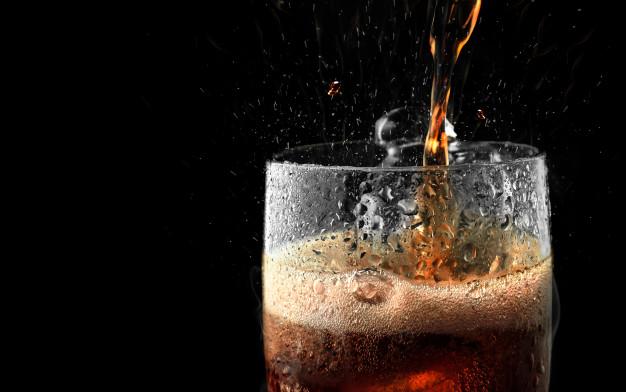 Alors que commence le « janvier sec » (le fameux Dry January importé du Royaume-Uni), cette initiative citoyenne n'a pas réussi à obtenir le soutien de l'État français. Mais la marque Coca-Cola a flairé le bon coup pour, paraît-il, « changer la vision de l'apéro ». Ou quand le business se moque de la santé...
