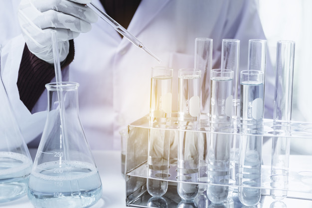 De récentes recherches mettent en évidence la richesse qui se cache dans la matière fécale. Transplantée, celle-ci peut soigner des maladies comme les infections intestinales, le diabète, l'obésité et certains cancers.